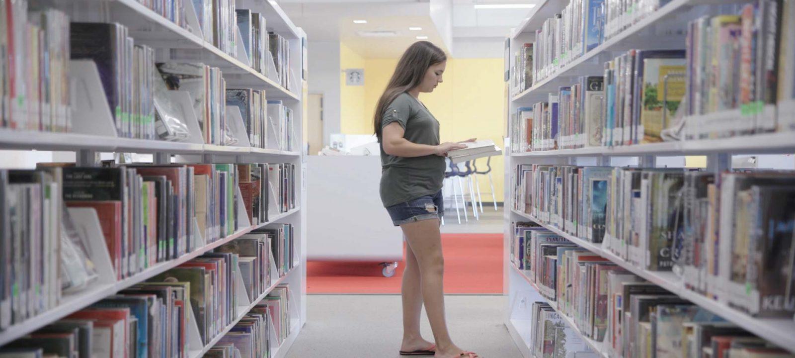 Ricarda in library